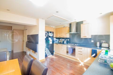 4 bedroom semi-detached house for sale - Tyersal Park, Tyersal , Bradford