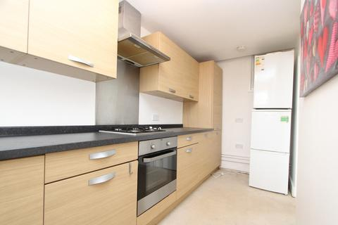 3 bedroom apartment to rent - Alexandra Park Road, Muswell Hill