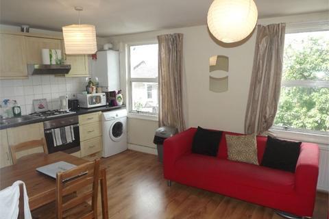 4 bedroom flat to rent - Santley Street, London