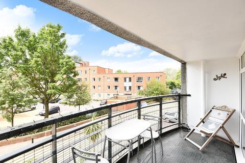 2 bedroom flat to rent - Master Gunner Place London SE18
