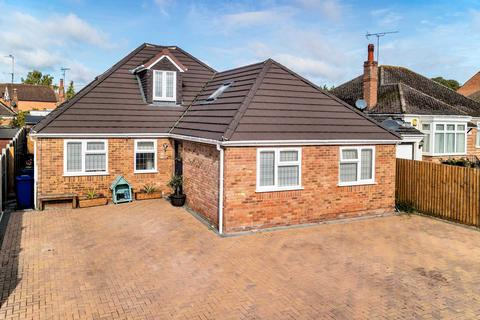 4 bedroom detached bungalow for sale - Old Stratford