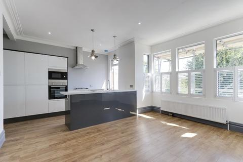 2 bedroom flat for sale - Views Over The Park, Kensington Road, Southchurch