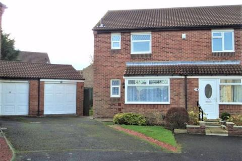 3 bedroom semi-detached house to rent - Castlebay Court, Whinfield