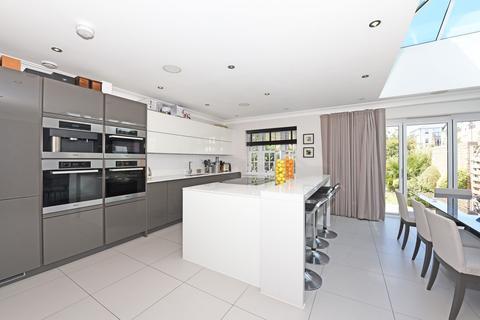 5 bedroom semi-detached house for sale - Drury Close, London, SW15