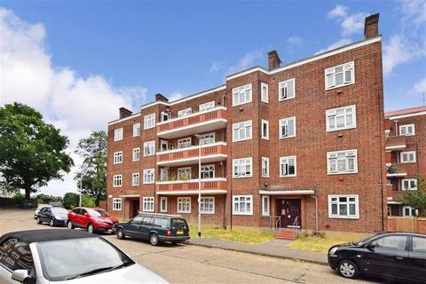 2 bedroom flat for sale - Bradwell Close, South Woodford