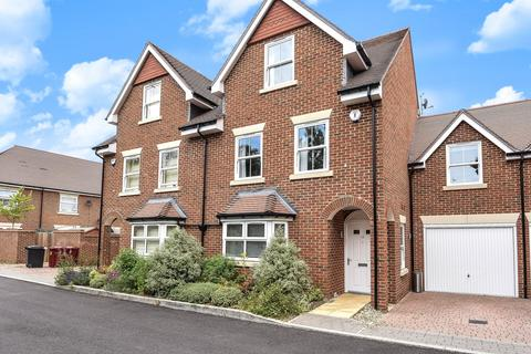 4 bedroom semi-detached house to rent - Haden Square, Reading, RG1