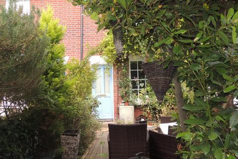2 bedroom terraced house for sale - Dentons Terrace, Wivenhoe, Colchester, CO7 9NE