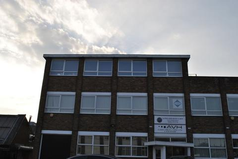 Property to rent - Kenilworth Drive, Oadby, LE2