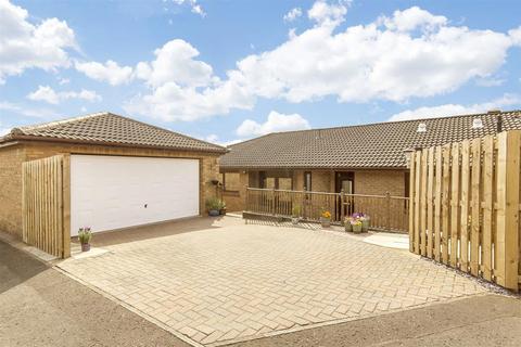 4 bedroom bungalow for sale - Player Green, Deer Park, Livingston