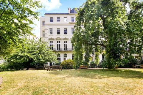 1 bedroom flat to rent - Kensington Gardens Square, London, W2