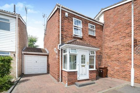 2 bedroom semi-detached house for sale - Stafford Close, Stanford-Le-Hope