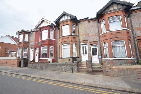 6 bedroom terraced house to rent - Ashburnham Road, Luton