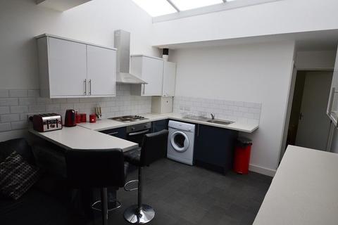 4 bedroom property to rent - Hubert Road, Selly Oak, Birmingham, West Midlands. B29 6ER