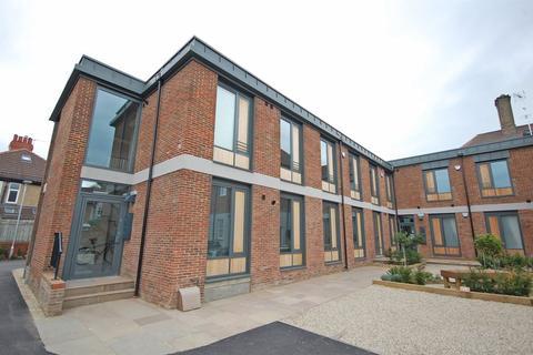 2 bedroom flat to rent - Apt 14, North Park Road, Harrogate