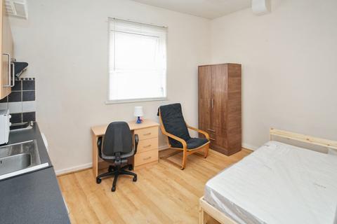 Studio to rent - Autumn Place, Hyde Park