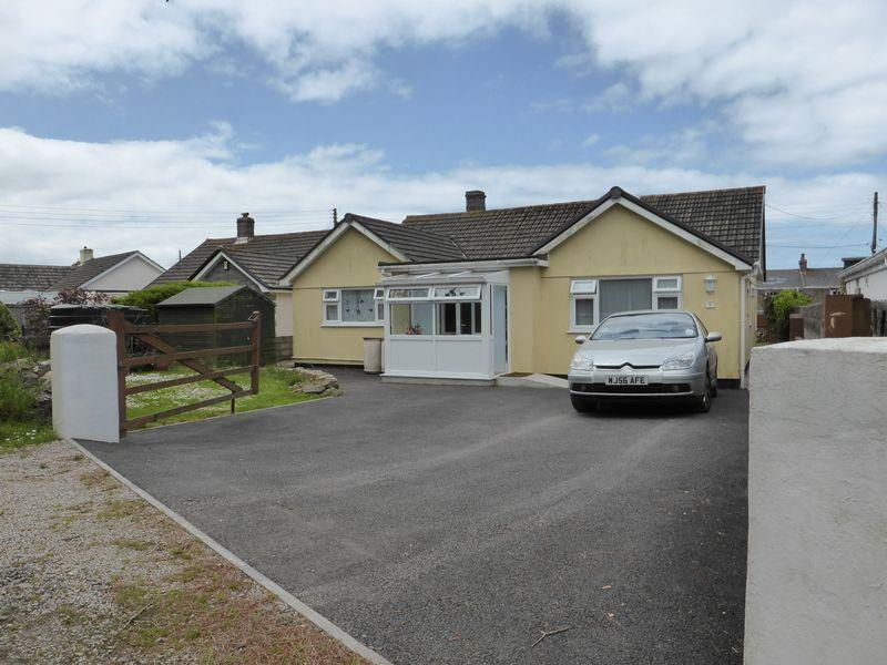 3 Bedrooms Detached Bungalow for sale in Mount Hawke, Truro