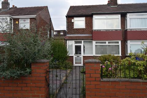 2 bedroom semi-detached house to rent - Chertsey Close, Manchester, M18