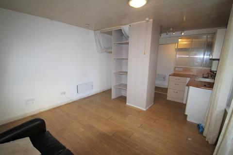 Studio to rent - Haystone Place, North Road West