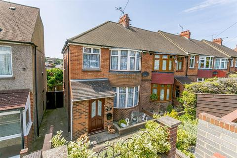 3 bedroom semi-detached house for sale - Howard Avenue, Rochester