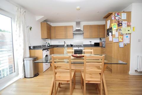 2 bedroom apartment for sale - Pearl Square, Off Beehive Lane, Chelmsford, Essex, CM2