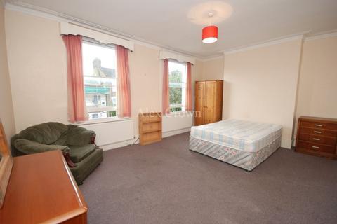 3 bedroom flat to rent - St Thomas Road, Finsbury Park