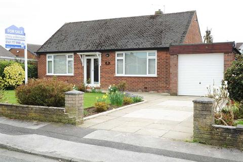 2 bedroom bungalow to rent - 8 Newlands Avenue, Irlam M44 6WE