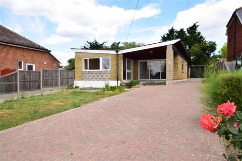 3 bedroom detached bungalow for sale - Nelson Avenue, Minster On Sea, Sheerness, Kent