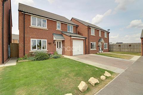 4 bedroom detached house for sale - Crucible Close, North Hykeham