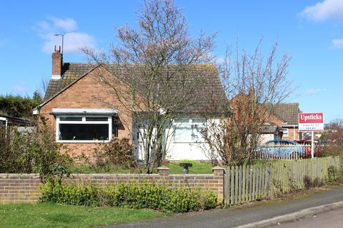 2 bedroom bungalow to rent - Brain Valley Avenue, Essex, CM77