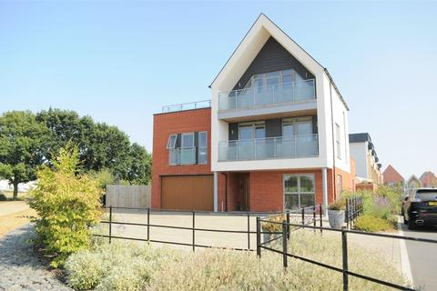 5 bedroom detached house for sale - Joseph Clibbon Drive, Beaulieu Chase, Chelmsford, Essex