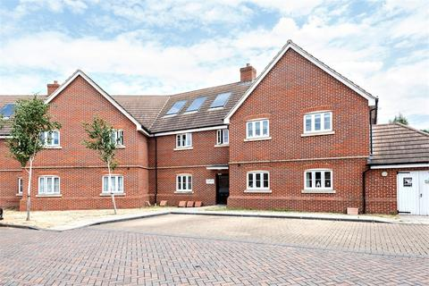 2 bedroom flat for sale - 1 Perendale Drive, Shepperton, Surrey