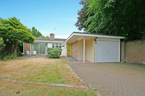 3 bedroom detached bungalow for sale - Kingsway Mews, Farnham Common, Buckinghamshire SL2
