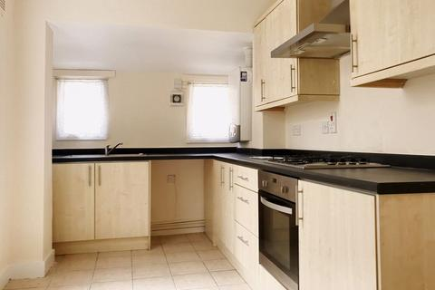4 bedroom terraced house to rent - Kimberley Road, London