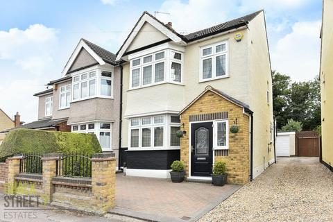4 bedroom semi-detached house for sale - The Avenue, Hornchurch, RM12