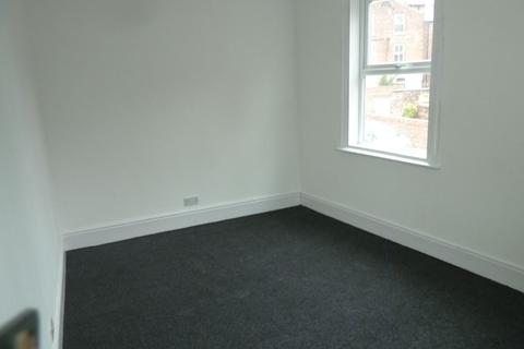 2 bedroom flat to rent -  Clarkehouse Road