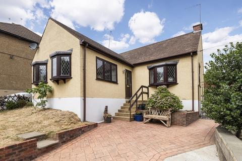 2 bedroom bungalow for sale - Old Road,  Crayford, DA1