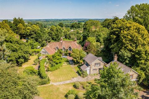 7 bedroom detached house for sale - Castle Road, Chipstead, Coulsdon