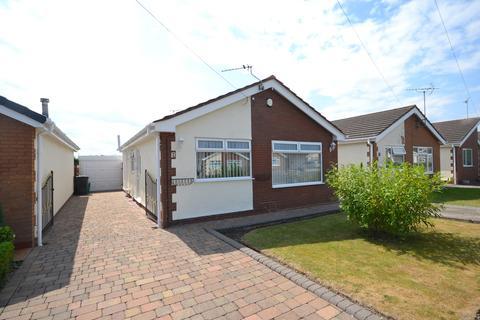 2 bedroom detached bungalow for sale - Lon Heulog, Kinmel Bay, Conwy, LL18