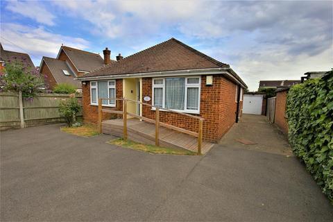 2 bedroom bungalow for sale - Heath Road, Coxheath, Maidstone