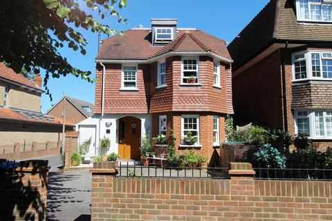 4 bedroom detached house to rent - Geneva Road, Kingston Upon Thames