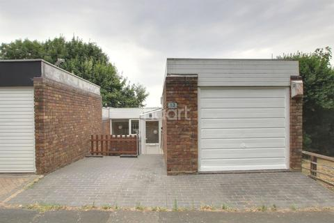 2 bedroom bungalow for sale - Durrington Close, Basildon