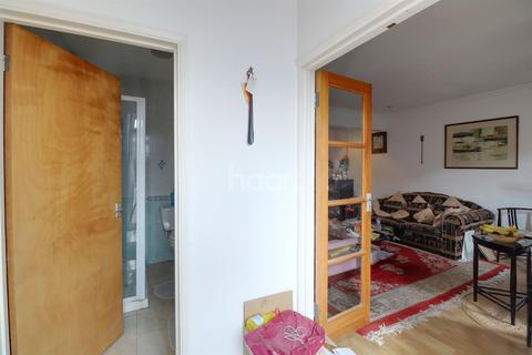 4 bedroom end of terrace house for sale - Greenford