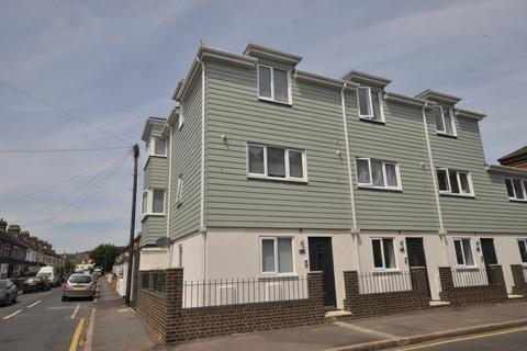 3 bedroom end of terrace house to rent - Beaconsfield Road Dover CT16