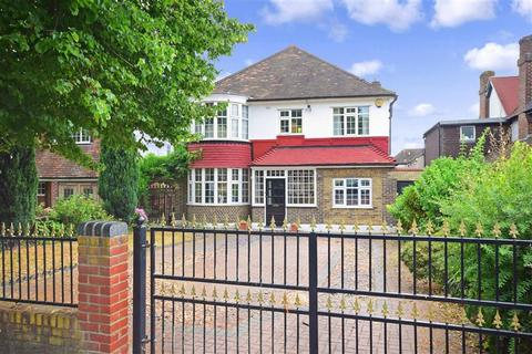 4 bedroom detached house for sale - Broomhill Walk, Woodford Green, Essex