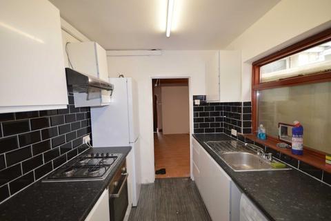 3 bedroom house to rent - New Barn Street, Plaistow