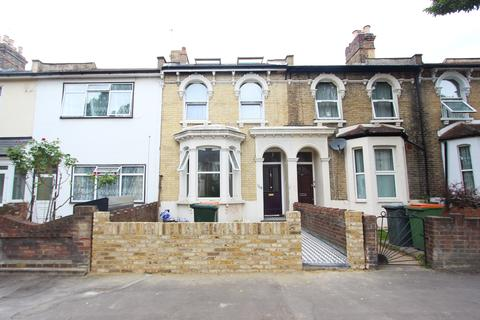 4 bedroom terraced house to rent - Chestnut Road, Forest Gate, London E7