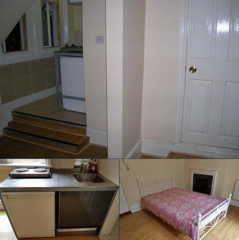 Studio to rent - Uxbridge Road, Shepherd Bush, London W12