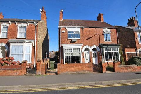 3 bedroom semi-detached house for sale - THRUNSCOE ROAD, CLEETHORPES