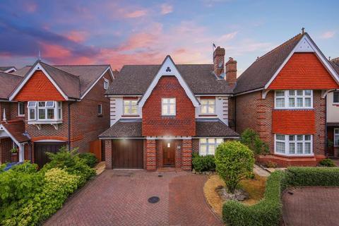 4 bedroom detached house for sale - Spinney Close, Beckenham
