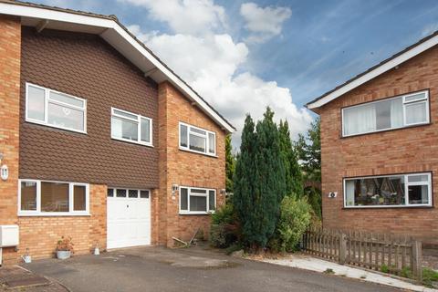 3 bedroom semi-detached house for sale - Lambs Close, Dunstable